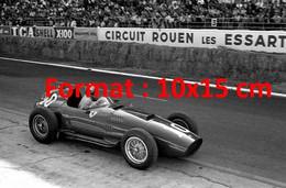 Reproduction D'une Photographie Ancienned'une Vue De La Ferrari N°10 Au Circuit De Rouen Les Essarts En 1957 - Reproductions