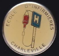 66881- Pin's. Médical.Santé.centre Hospitalier école D'infirmiers .Charleville. - Geneeskunde