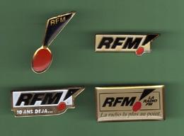 RADIO RFM *** Lot De 4 Pin's Differents *** (B-11) - Mass Media