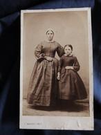 Photo CDV Houdet à Paris -  Second Empire, Femme Et Fillette, Ermance Michault Et Charlotte Barbe, Circa 1865 L521 - Oud (voor 1900)