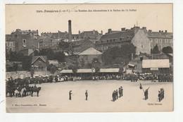 FOUGERES - LA REMISE DES DECORATIONS A LA REVUE DU 14 JUILLET - 35 - Fougeres