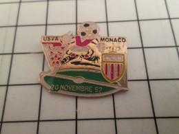 Sp07 Pins Pin's / Rare & Belle Qualité THEME SPORTS / FOOTBALL MATCH USVA VALENCIENNES MONACO NOV 92 - Fussball
