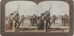4527 Stereofoto (photo Stéréo) Aus Dem Jahre 1905 Von Griffith & Griffith -Der Geister Tanz Der Crow Indianer- - Stereoscoop