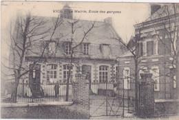 VICQ La Mairie  école Des Garçons (carte Pliée En Haut à Gauche) - Otros Municipios