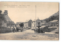 CPA 15 Le Vaulmier La Fontaine Et La Poste - Altri Comuni