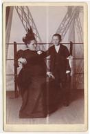 Photo Cabinet - Portrait Femme Et Enfant à La Tour Eiffel Par Neurdein Frères (BP) - Antiche (ante 1900)