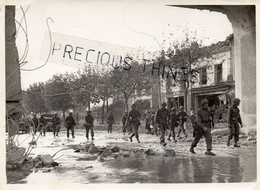 NEUILLY SUR MARNE 93  PHOTO  GUERRE 39  45   L ARRIVEE DES AMERICAINS  EN 1944. MILITARIA - Neuilly Sur Marne