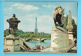 75----PARIS--les Bords De La Seine Au Pont Alexandre III---voir 2 Scans - Ponts