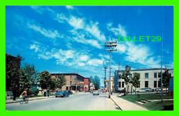 THETFORD-MINES, QUÉBEC - ANGLE DES RUES NOTRE-DAME ET ST-ALPHONSE VERS LE CENTRE COMMERCIAL - CIRCULÉE EN 1968 - - Quebec