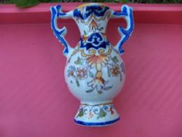 Petit Vase Numerote Et Signe -faience A Determiner Rouen Ou ???? - Arte Popolare
