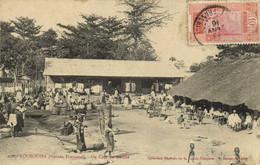 KOUROUSSA  (Guinée Francaise) Un Coin Du Marché + Beau Timbre 10c Guinée Recto Verso - Guinea Francesa