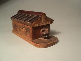 Boite à Timbres XIXème Barbizon Forêt Noire Niche Chien Bouledogue Yeux Verre Stamp Box - Arte Popolare