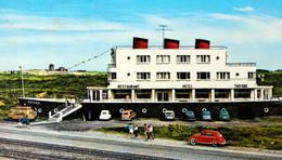 KOKSIJDE COXYDE Voitures Bâtiment Paquebot BELGIUM Hôtel NORMANDIE Automobilia Cars Liner-shaped Building Cox VW Beetle - Koksijde