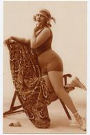 Femmes.  Baigneuse Mode Art Déco. - Femmes