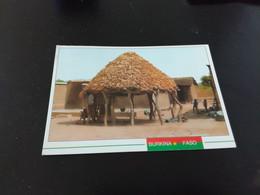BURKINA FASO - Province De La Comoe - Epis De Maïs Ou De Sorgho Stockés Récolte Satisfaisante   En L Etat Sur Les Photos - Burkina Faso