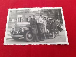 Mans Womens And  Car - Fotografía