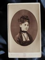 Photo CDV Disdéri à Paris - Joli Portrait Jeune Femme, Coiffure Relevée, Circa 1875-80 L521A - Oud (voor 1900)
