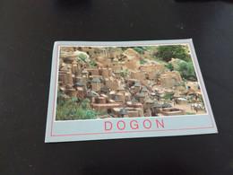 MALI - Village DOGON Constructions Vraiment Typiques Beau Timbre   En L Etat Sur Les Photos - Malí