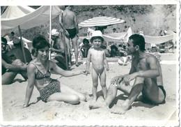 Poto Originale 1966 NESSEBAR Parents Et Enfant Nu Bulgarie Plage - Anonymous Persons