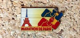 Pin's ATHLETISME - Marathon De PARIS Tour Eiffel - Verni époxy - Fabricant Inconnu - Atletica