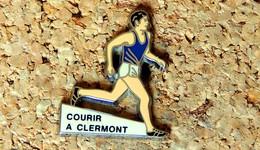 Pin's ATHLETISME - Courir à Clermont-Ferrand  - émaillé à Froid - Fabricant Inconnu - Atletica
