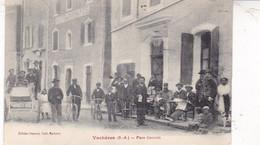 04 / VACHERES / PLACE CENTRALE / MAGNIFIQUE CARTE / CIRC 1911 - Andere Gemeenten