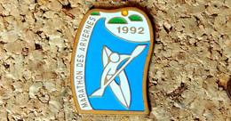 Pin's CANOË-KAYAK -  Marathon Des Arvernes 1992 - Peint Cloisonné - Fabricant CMT - Canoa