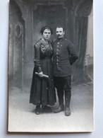 Foto Ak Soldat Francais Avec Femme Regiment 113 - Uniformes