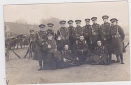 Groep Soldaten In Uniform (niet Gelopen FOTOKAART) - Uniformes