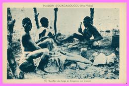 Mission D'OUAGADOUGOU - Soufflet De Forge Et Forgeron Au Travail - Animée - Collection De La Mission - Burkina Faso