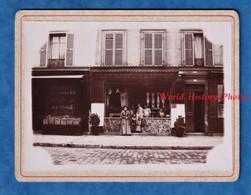 2 Photos Anciennes - YERRES - Superbe Devanture De Boucherie Extérieur & Intérieur - Boucher Métier Maurice MULARD Phot. - Beroepen