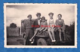 Photo Ancienne Snapshot - BELGIQUE ? à Situer - Portrait Militaire & Enfant Sur Une Jeep US ? Libération WW2 Armée Belge - Krieg, Militär