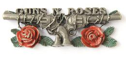 SUPERBE Et Gros Pin's En Relief GUN'S N' ROSES - Le Logo Du Groupe De Hard Rock - Pistolets Et Roses - RD - J714 - Musica