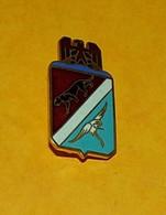 ARMEE DE L'AIR : Escadron De Chasse 02 - 008, NICE, émail, Dos Grenu, FABRICANT F.I.A LYON, HOMOLOGATION SANS  ,BON ETAT - Armée De L'air