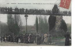 75 - PARIS - Buttes Chaumont - Belle Vue Animée Couleur Des Bords Du Lac Et Du Pont Suspendu - Ponts