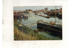 Montereau (77) : Le Silo à Grain Pris Du Port Aux Péniches En 1970 (animé) GF. - Montereau