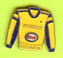 Pin's Carburant ESSO Peugeot Sochaux (Chandail Jaune) - 1D15 - Carburants