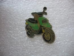 Pin's D'un Scooter De La Marque MBK - Motorbikes