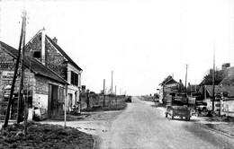 Bouconvillers * Vue Intérieure Du Village * Pompe à Essence * Camions - Autres Communes