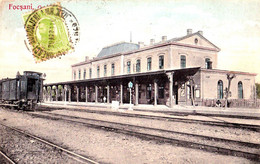 ROMANIA - FOCSANI / VRANCEA : GARA - DEPOZITUL UNIVERSAL / BUCURESTI ~ 1910 - T.C.V. (af482) - Romania