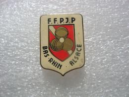 Pin's FFPJP (Fédération Française De Pétanque Et Jeu Provençal), Bas-Rhin En Alsace - Bocce