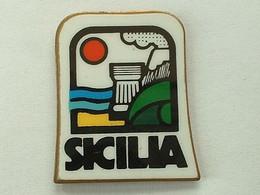 Pin's SICILIA - SICILE - Cities