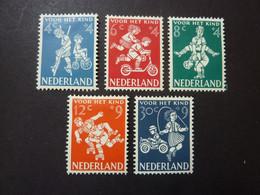 PAYS-BAS, Année 1958, YT N° 696 à 700 Neufs MH*, Le 8 Cts Petit Défaut Au Verso (cote 15 EUR) - Ongebruikt