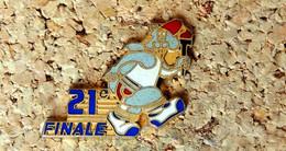 Pin's SPORT à Identifier - 21° Finale - Castor Chapeau Rouge Et Flambeau - EMAIL - Fabricant T - Pin's & Anstecknadeln
