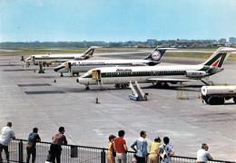 AVIATION CIVILE - ANNÉE ~ 1970 - 1974 - AVION ( DC-9 ) Sur L' AÉROPORT FORLANINI AIRPORT - MILANO / ITALIA (af491) - 1946-....: Era Moderna