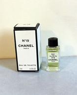 "Miniature "" N°19 "" De CHANEL Eau De Toilette 4 Ml Dans Sa Boite (71-Lo) - Modern Miniatures (from 1961)"