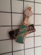 1015c Pins Pin's / Rare & Belle Qualité THEME BOISSONS / EPERNAY CHAMPAGNE BOUTEILLE - Boissons