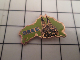 1015c Pins Pin's / Rare & Belle Qualité THEME VILLES / ORNE SEES CATHEDRALE NORMANDIE - Cities