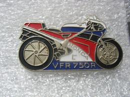 Pin's Moto HONDA VFR 750R - Motorbikes