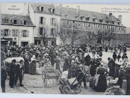 CPA - Quimper -La Place St Mathieu - La Caserne - Le Marche Aux Pommes De Terre - Quimper